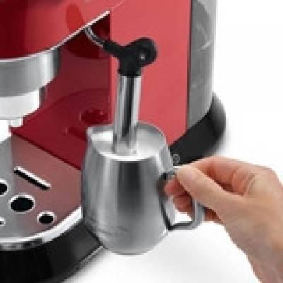 Рожковая кофеварка DeLonghi EC 685 R Dedica